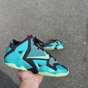 Nike lebron south beach 11 size 9.5